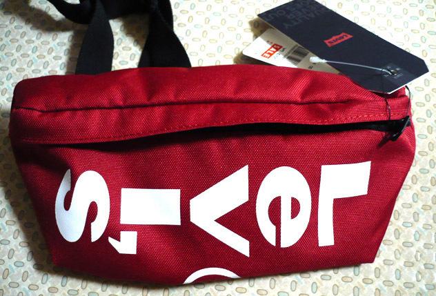 levis-red-bag02.jpg
